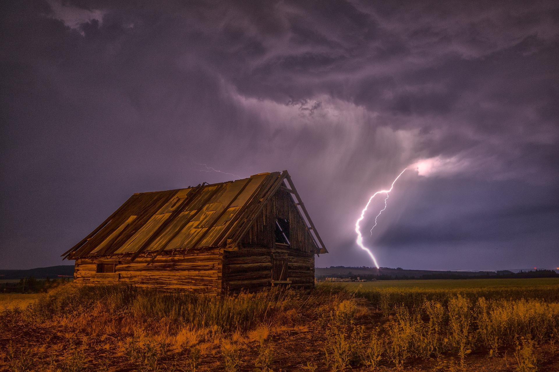 Grange, Ray, Storm, nuages, Sky, Tempest, Violet - Fonds d'écran HD - Professor-falken.com