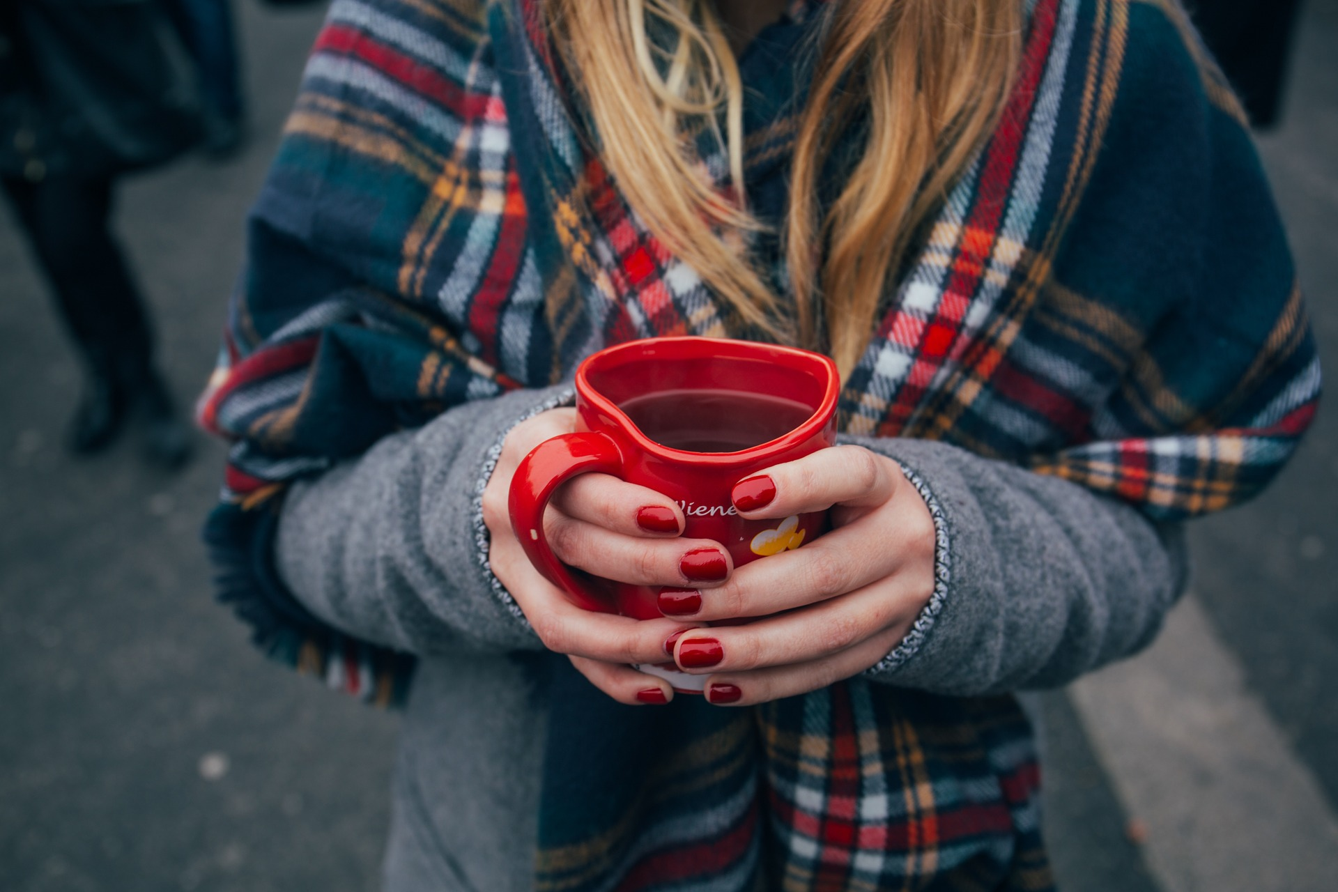 Copa, café, mulher, cachecol, mãos, unhas, bebidas, Vermelho - Papéis de parede HD - Professor-falken.com