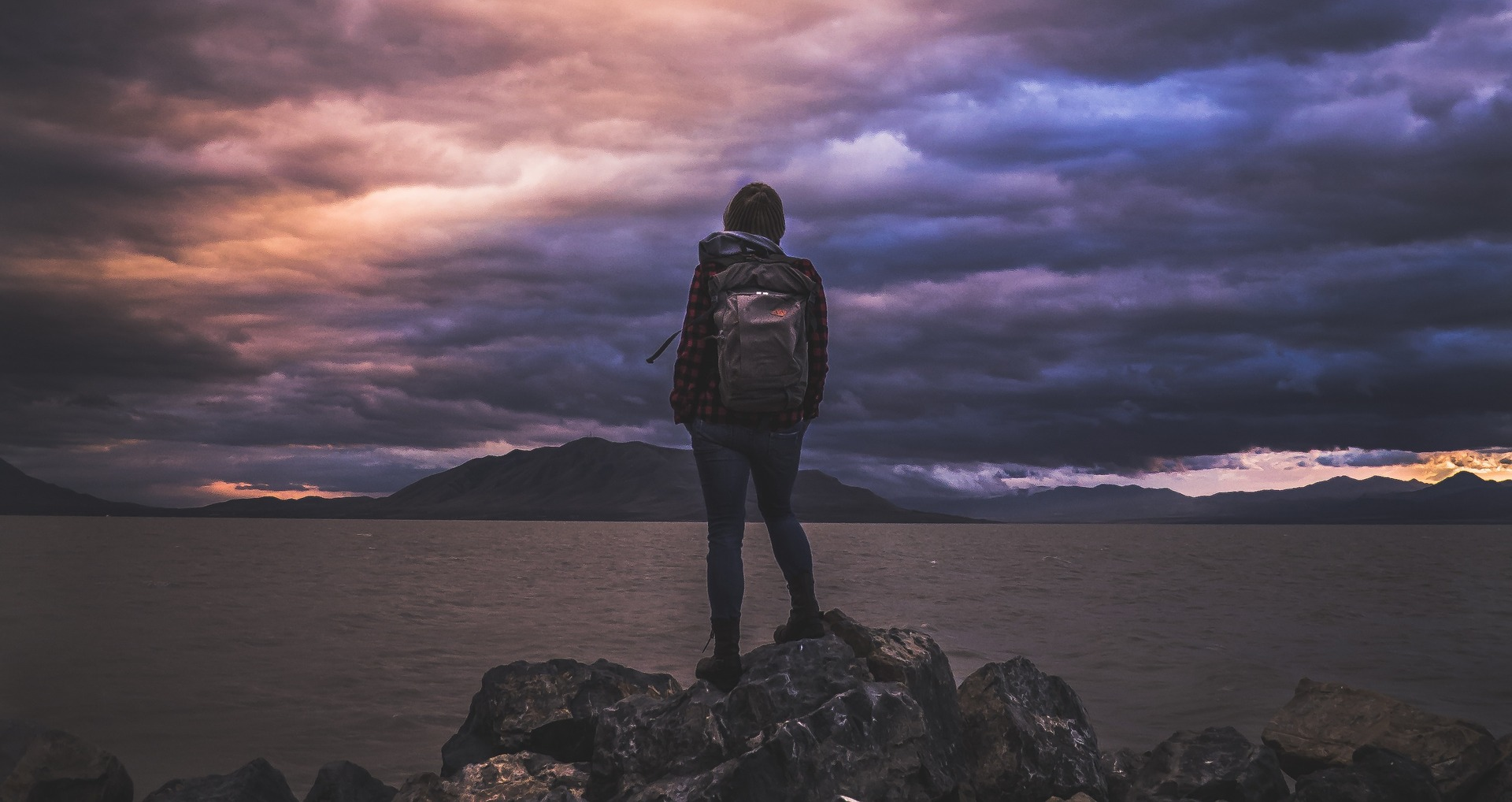 dei viaggiatori, escursionista, escursionismo, libertà, Zaino, nuvole, montagne, Viola - Sfondi HD - Professor-falken.com