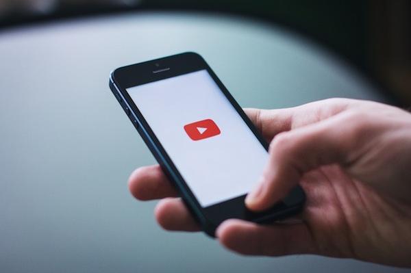 का पालन करने के लिए एक यूट्यूब वीडियो में अपने iPhone पर पृष्ठभूमि कैसे सुन