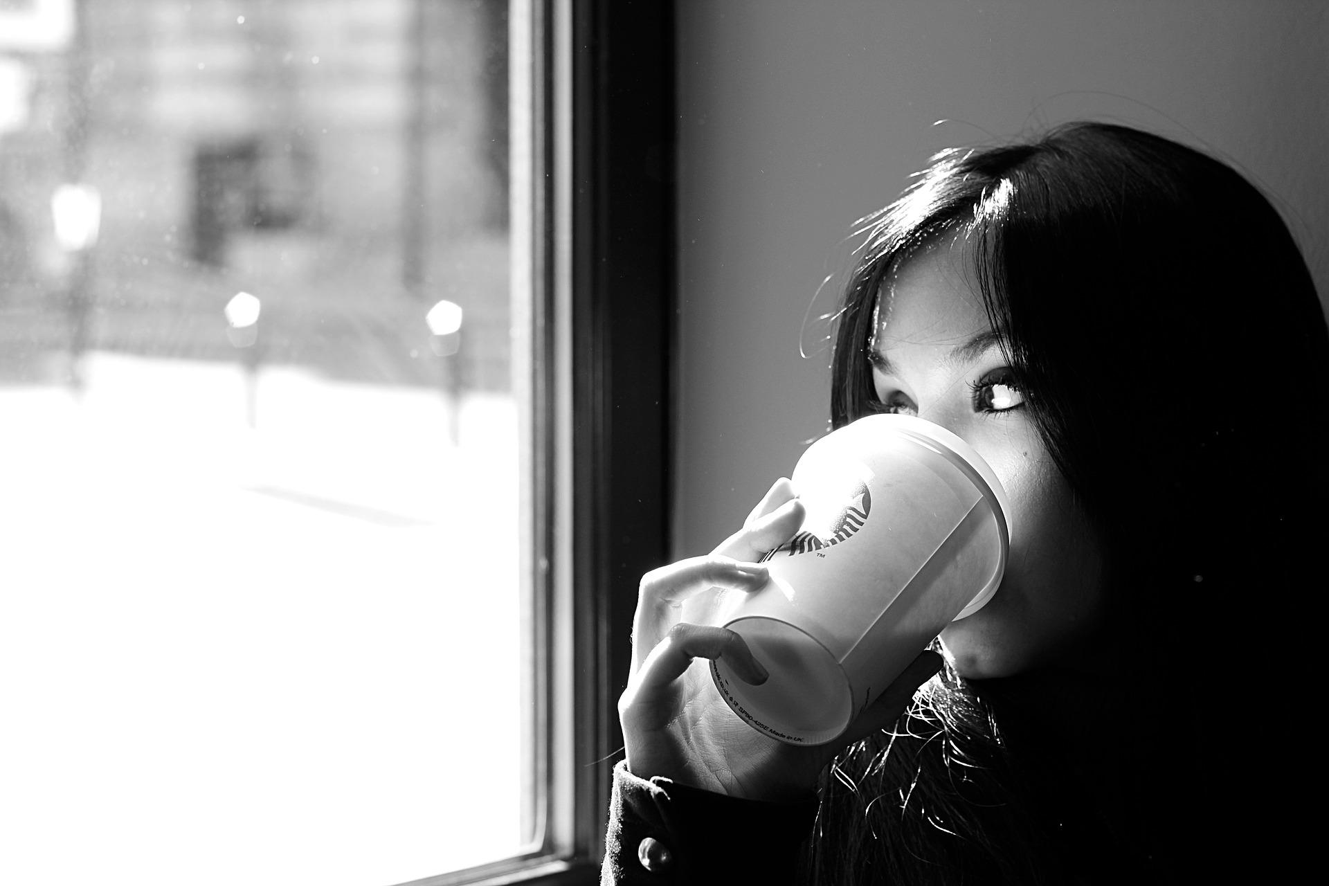 महिला, कॉफी, पेय, देखो, सोच, उदासी, श्वेत और श्याम में - HD वॉलपेपर - प्रोफेसर-falken.com