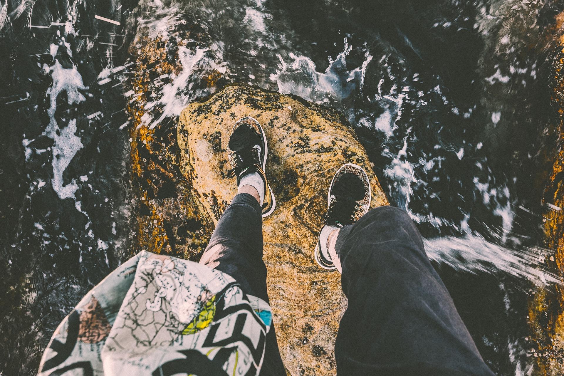 Pierre, pieds, chaussures, Falaise, femme, eau, Mer - Fonds d'écran HD - Professor-falken.com