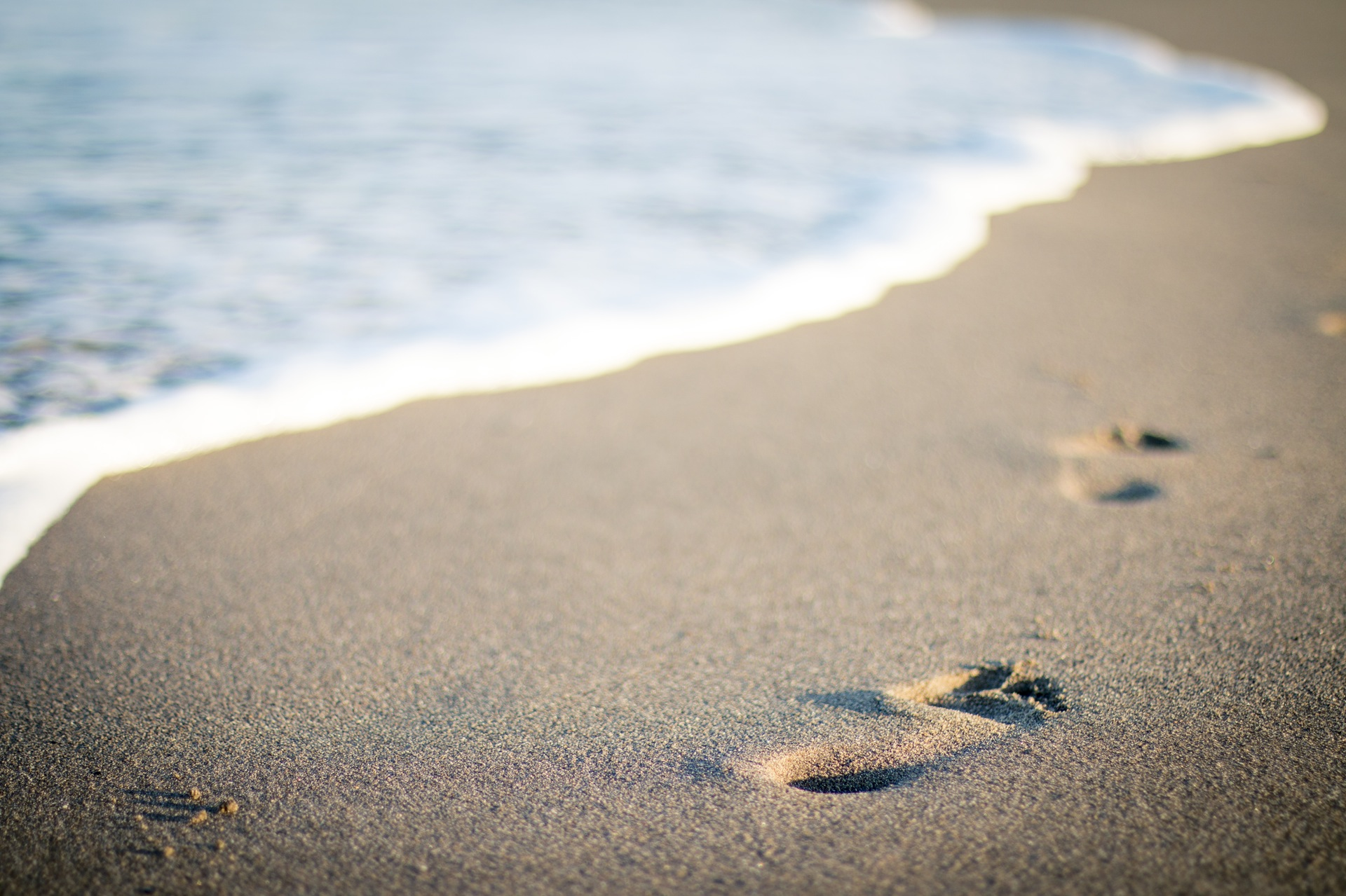 海滩, 沙子, 脚印, 夏季, 假日, 海, 波 - 高清壁纸 - 教授-falken.com