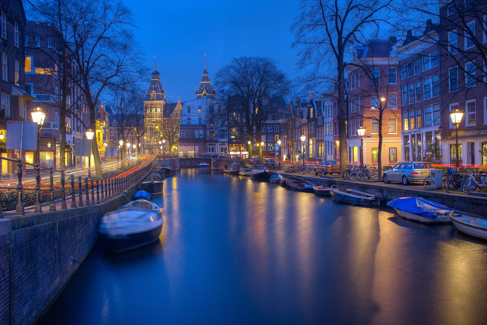 Άμστερνταμ, κανάλια, νύχτα, φώτα, βάρκες, Γαλήνη - Wallpapers HD - Professor-falken.com