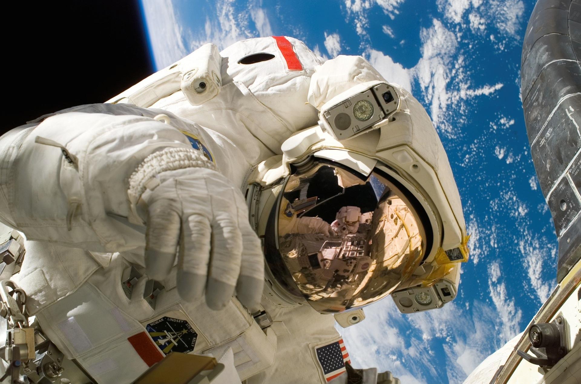 Astronauta, Terra, espaço, traje espacial, órbita - Papéis de parede HD - Professor-falken.com
