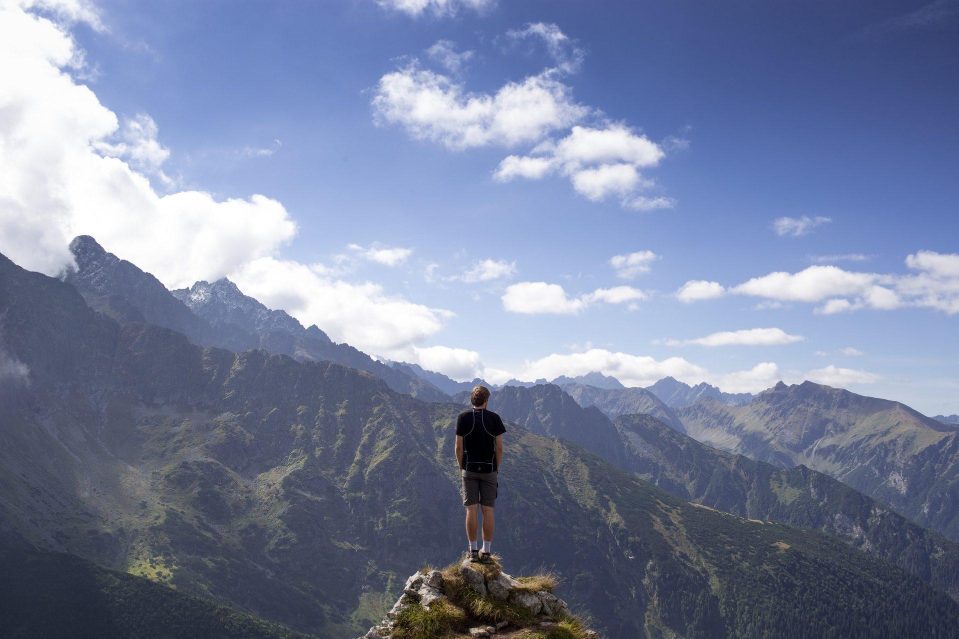homem, montanhas, pico, altura, nuvens - Papéis de parede HD - Professor-falken.com