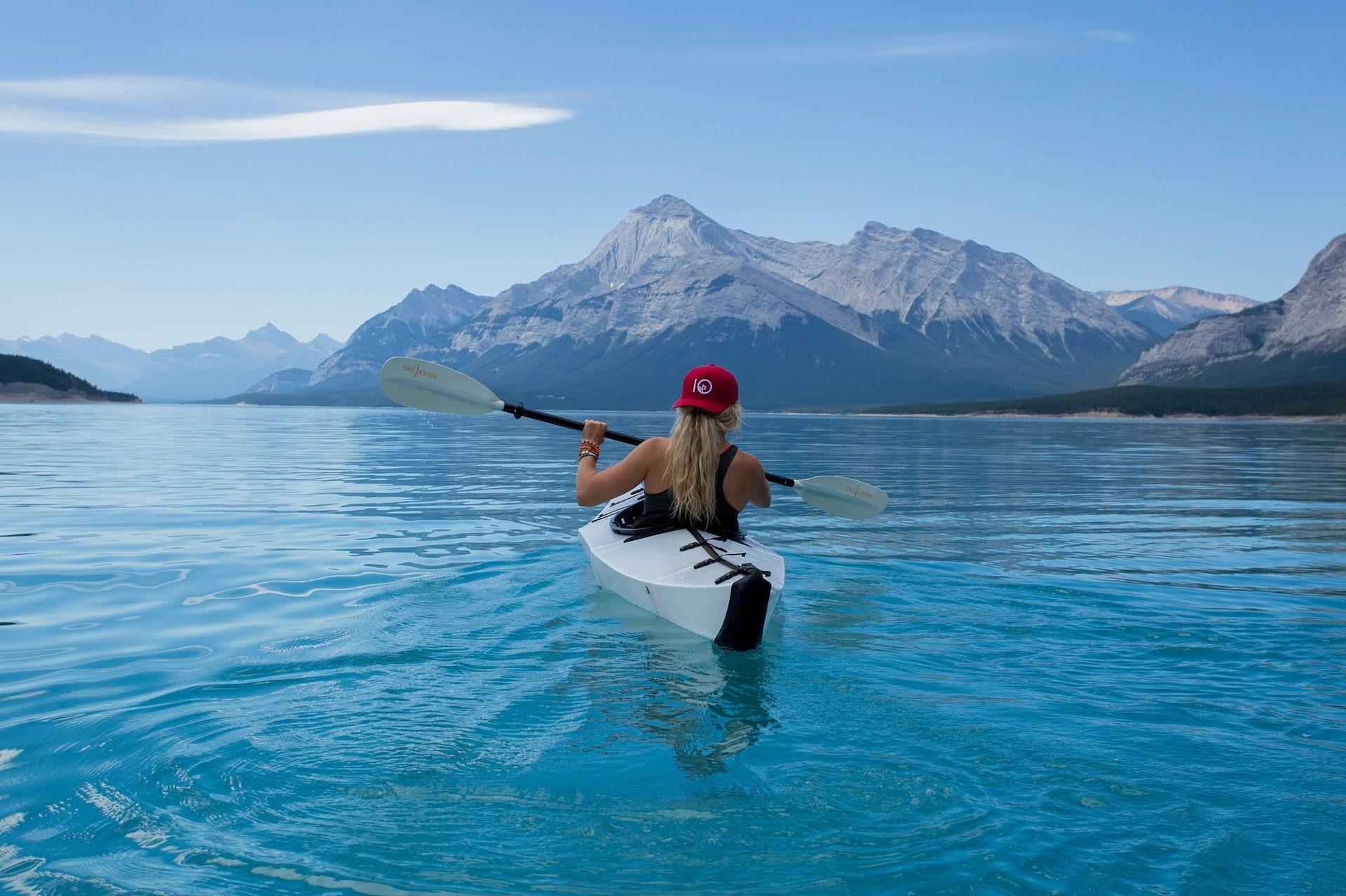 женщина, Каяк, Озеро, весла, горы - Обои HD - Профессор falken.com