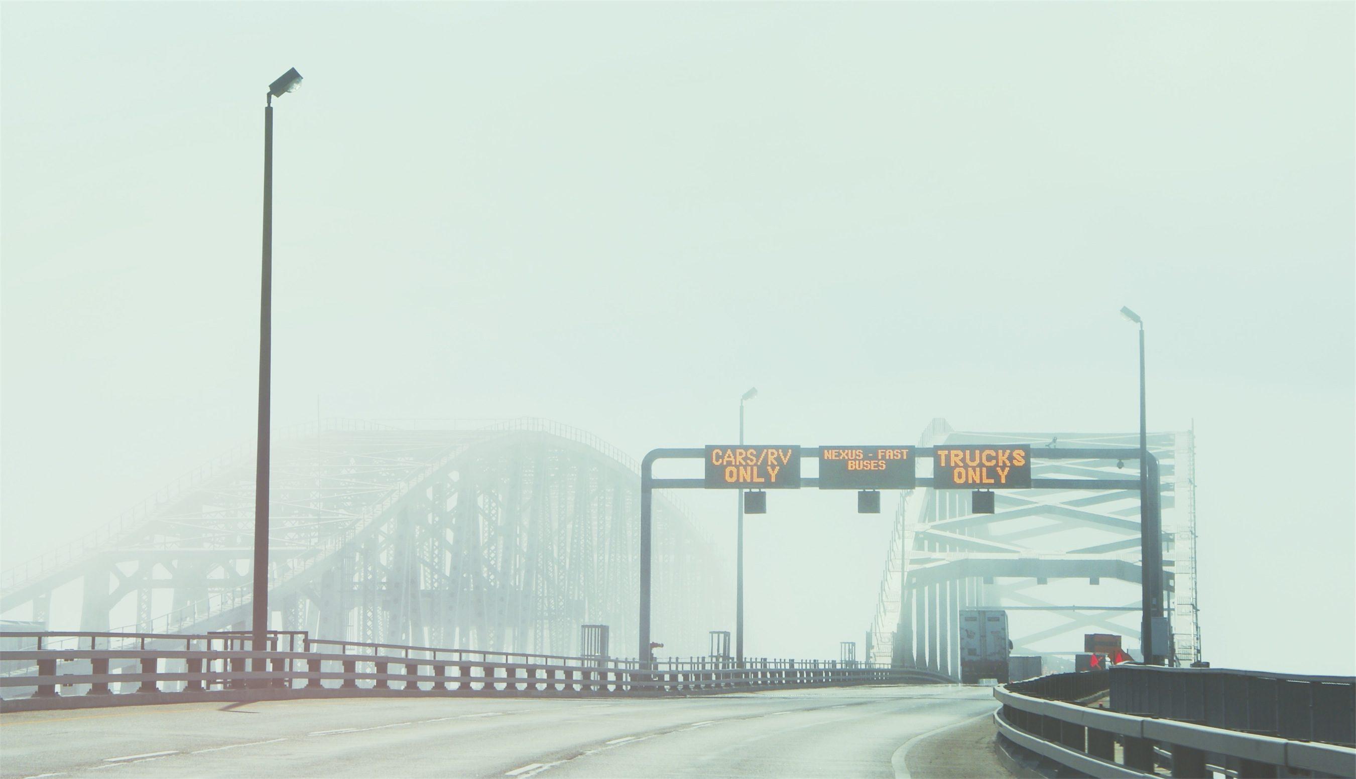 puente, señales, niebla, carretera, luces - Fondos de Pantalla HD - professor-falken.com