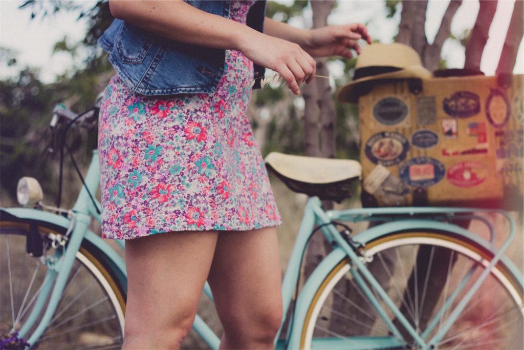 mujer, bicicleta, falda, caja, sombrero, 1609271214