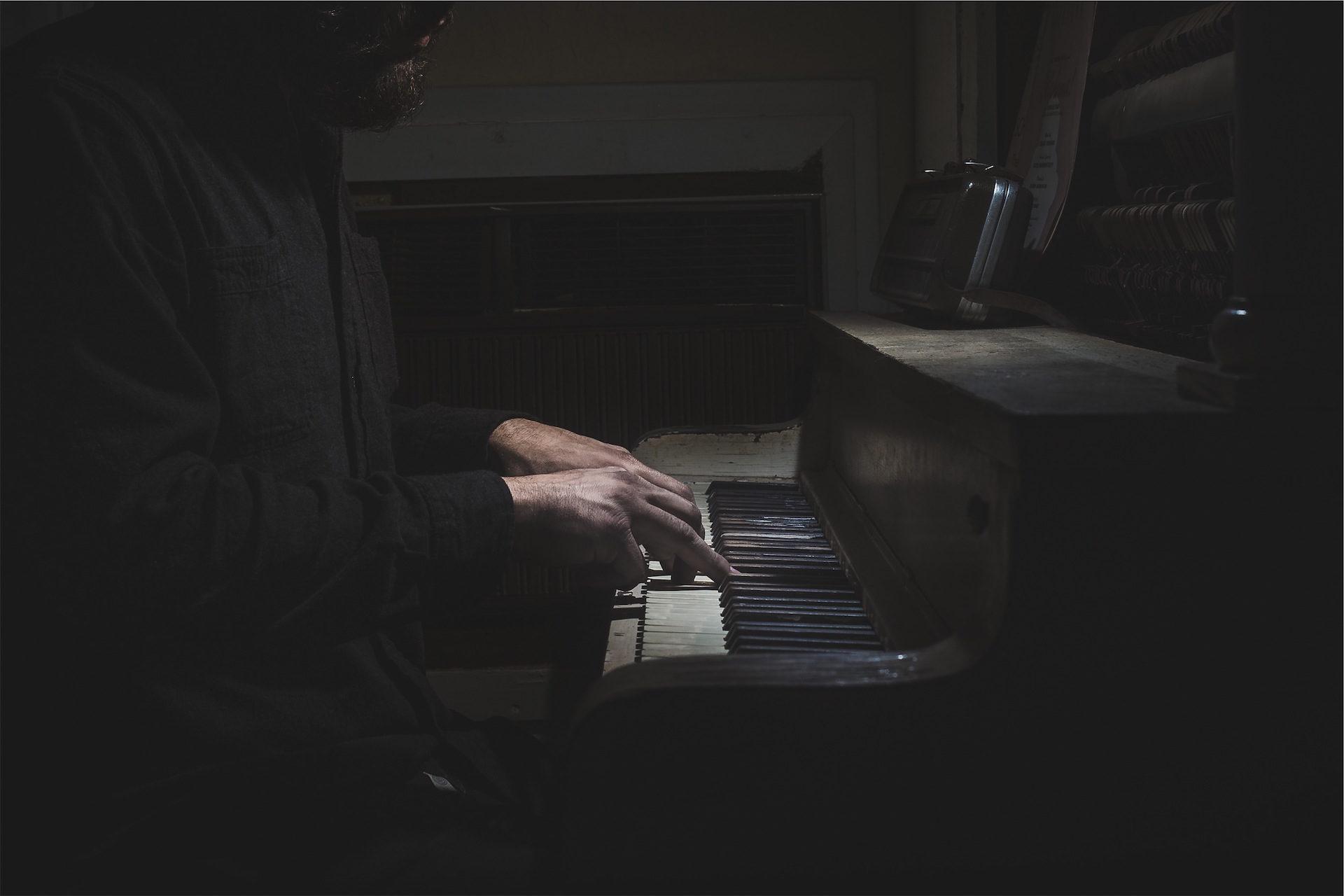 piano, velho, homem, músico, chaves - Papéis de parede HD - Professor-falken.com
