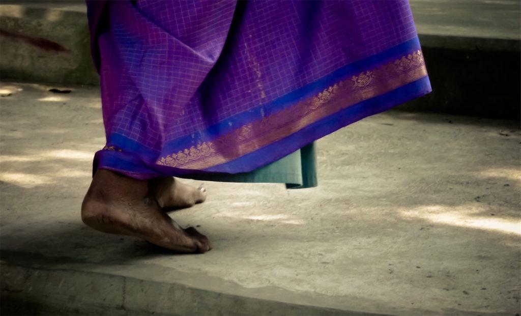 pies, descalza, mujer, vestiduras, india, 1609282307