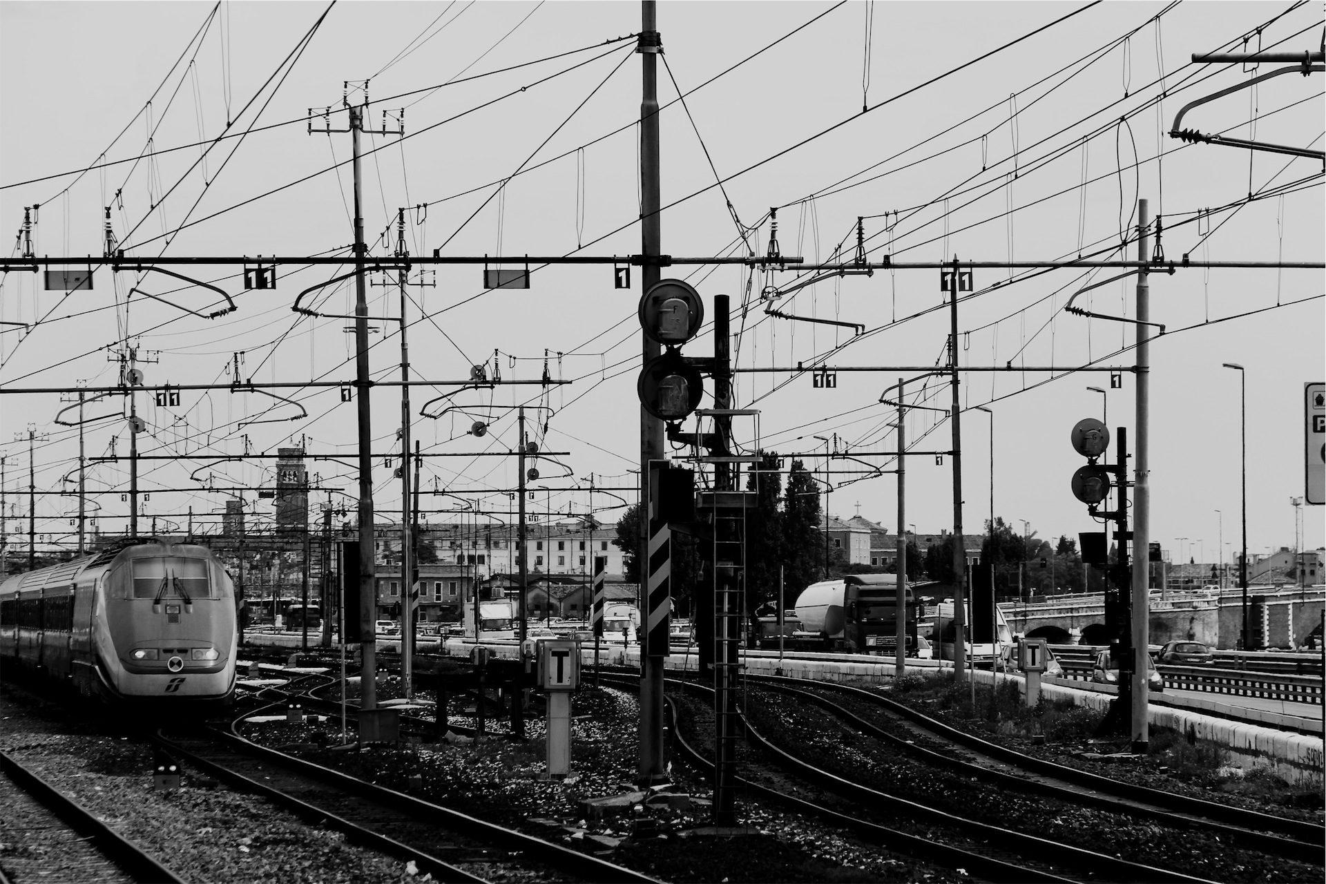 τρένο, σιδηρόδρομος, μονοπάτια, αλυσοειδείς, ηλεκτρική ενέργεια - Wallpapers HD - Professor-falken.com