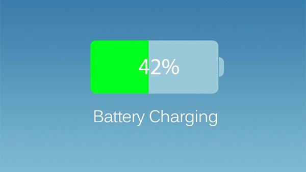 如何在 iPhone 的状态栏中显示的电池图标旁边的负载百分比