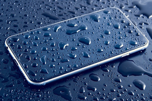 Como proceder se o celular caiu água você