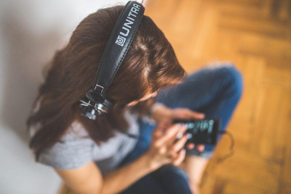 mujer, auriculares, móvil, disfrutar, sonido, 1606111007