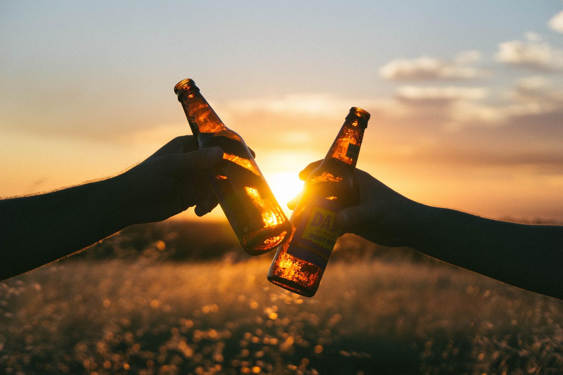 Brinde, amizade, cerveja, casal, Relaxe - Papéis de parede HD - Professor-falken.com