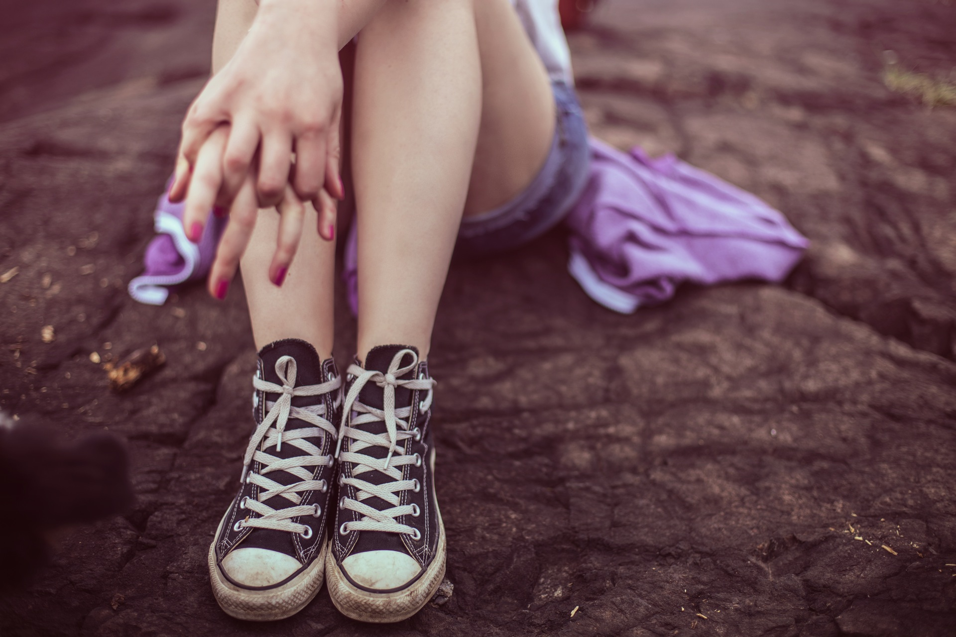 jambes, chaussures, robe, femme, définit, converse - Fonds d'écran HD - Professor-falken.com