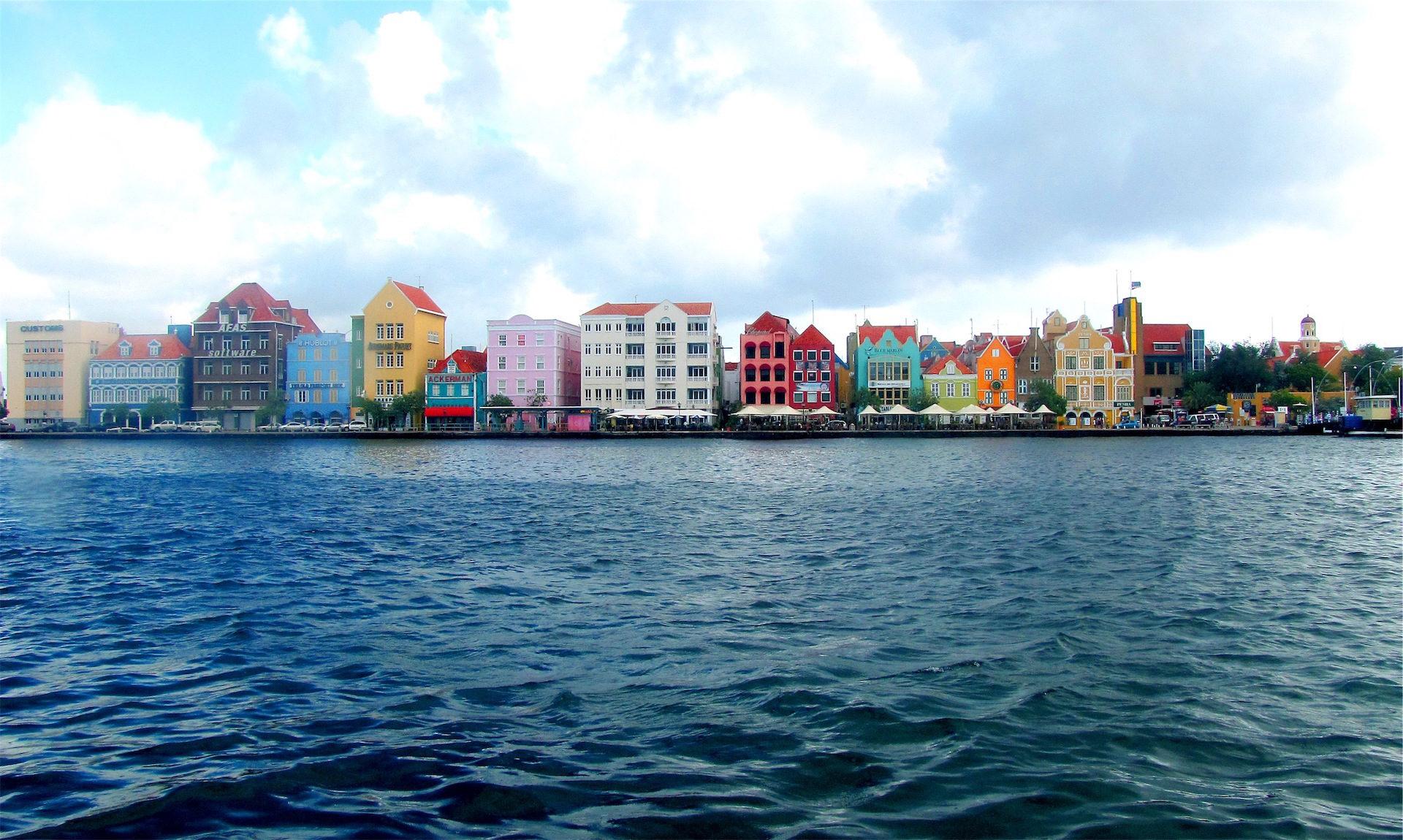 Πόλη, σπίτια, χρώματα, νερό, Ουρανός - Wallpapers HD - Professor-falken.com