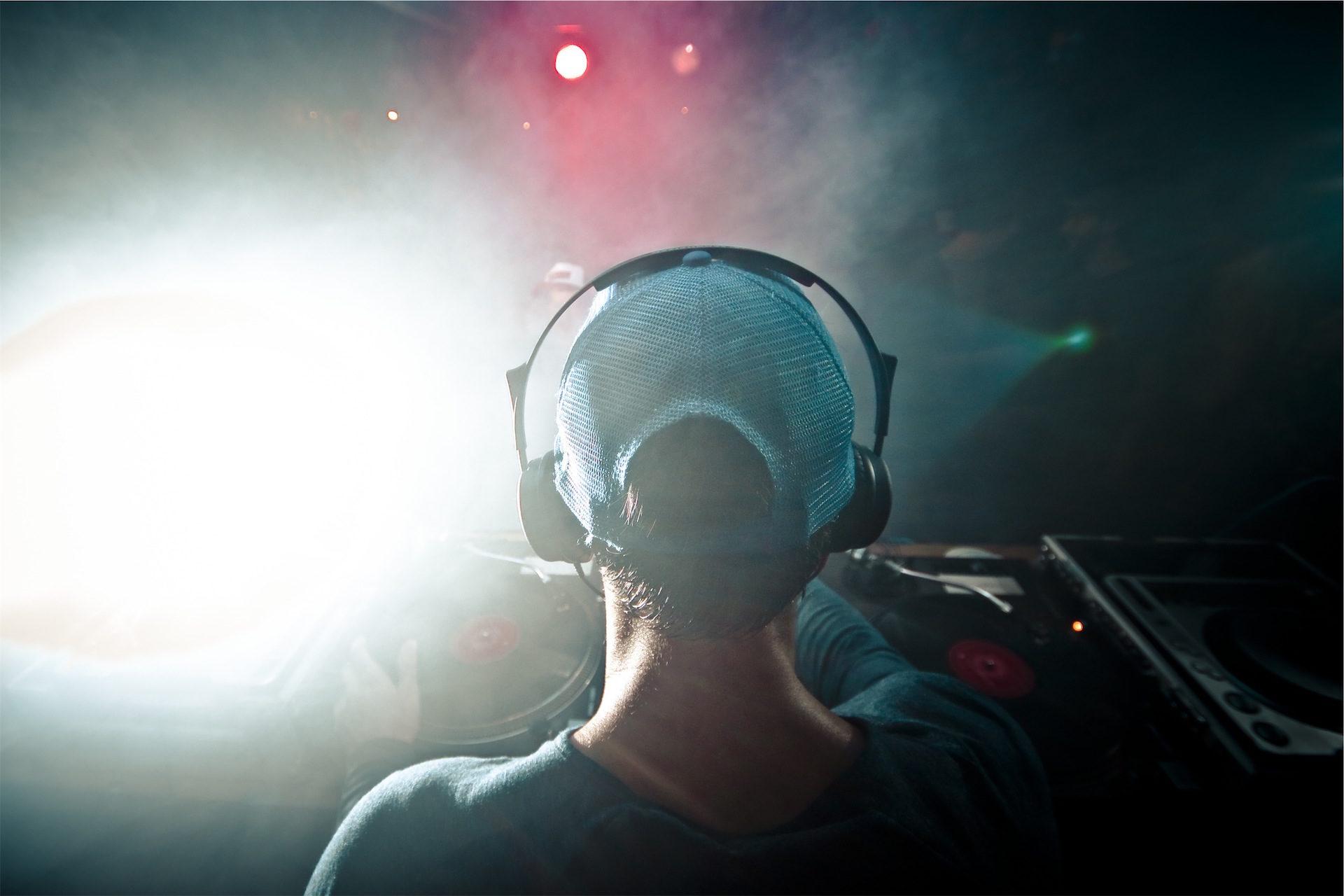 डीजे, cascos, टोपी, तालिका, मिश्रण - HD वॉलपेपर - प्रोफेसर-falken.com