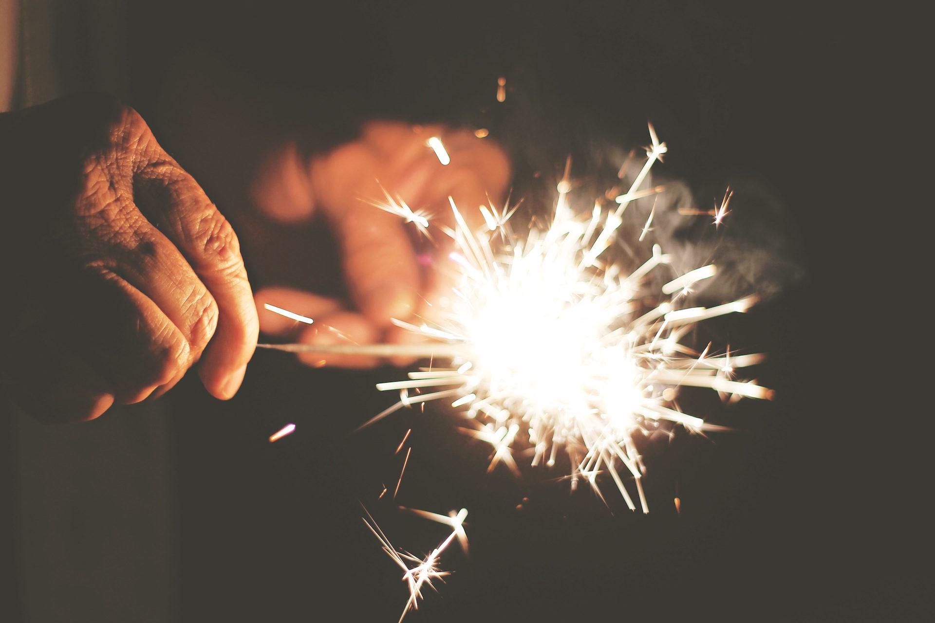 mains, rides, Bengal, Sparks, lumière - Fonds d'écran HD - Professor-falken.com