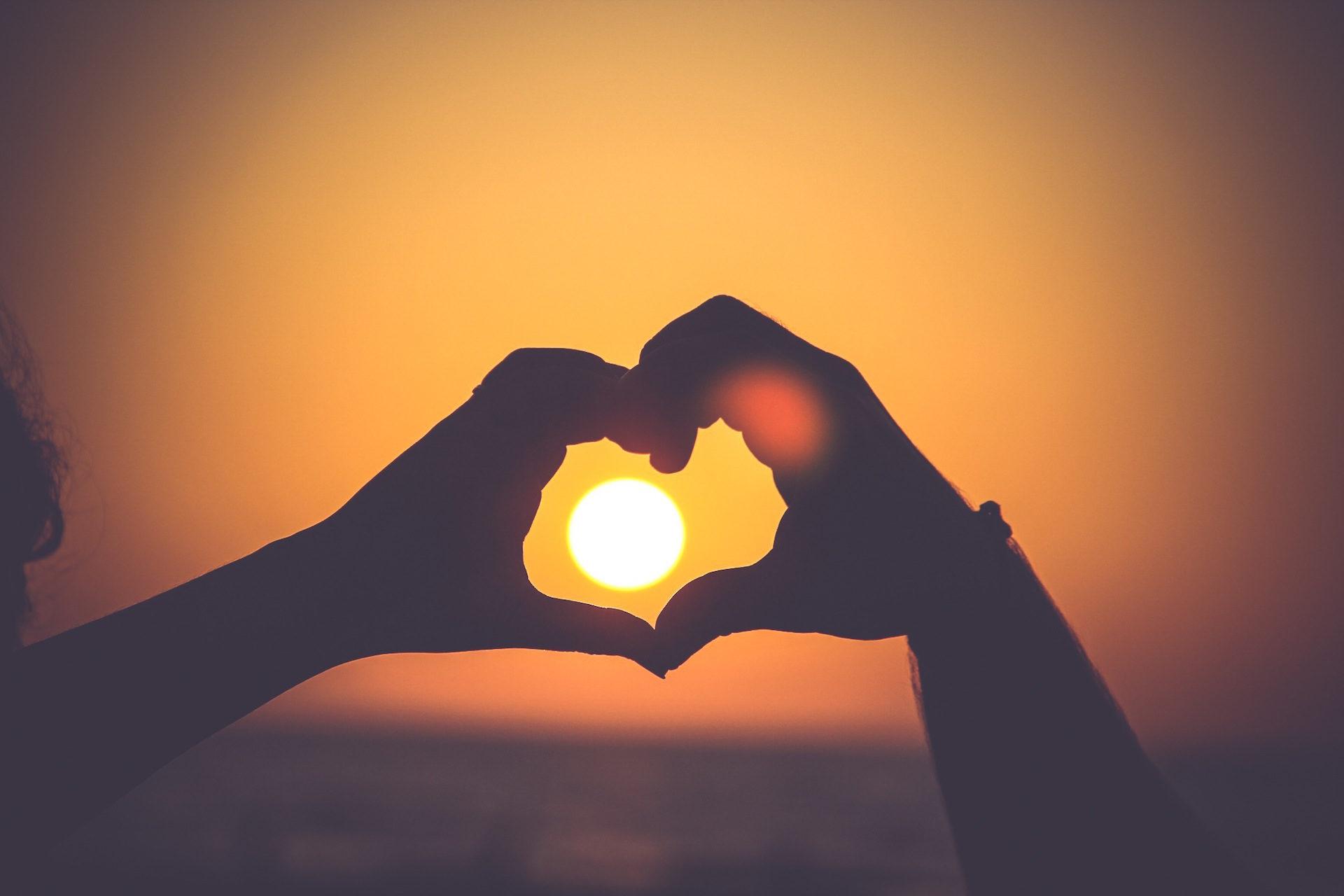 mains, Formes, coeur, Sun, Coucher de soleil - Fonds d'écran HD - Professor-falken.com