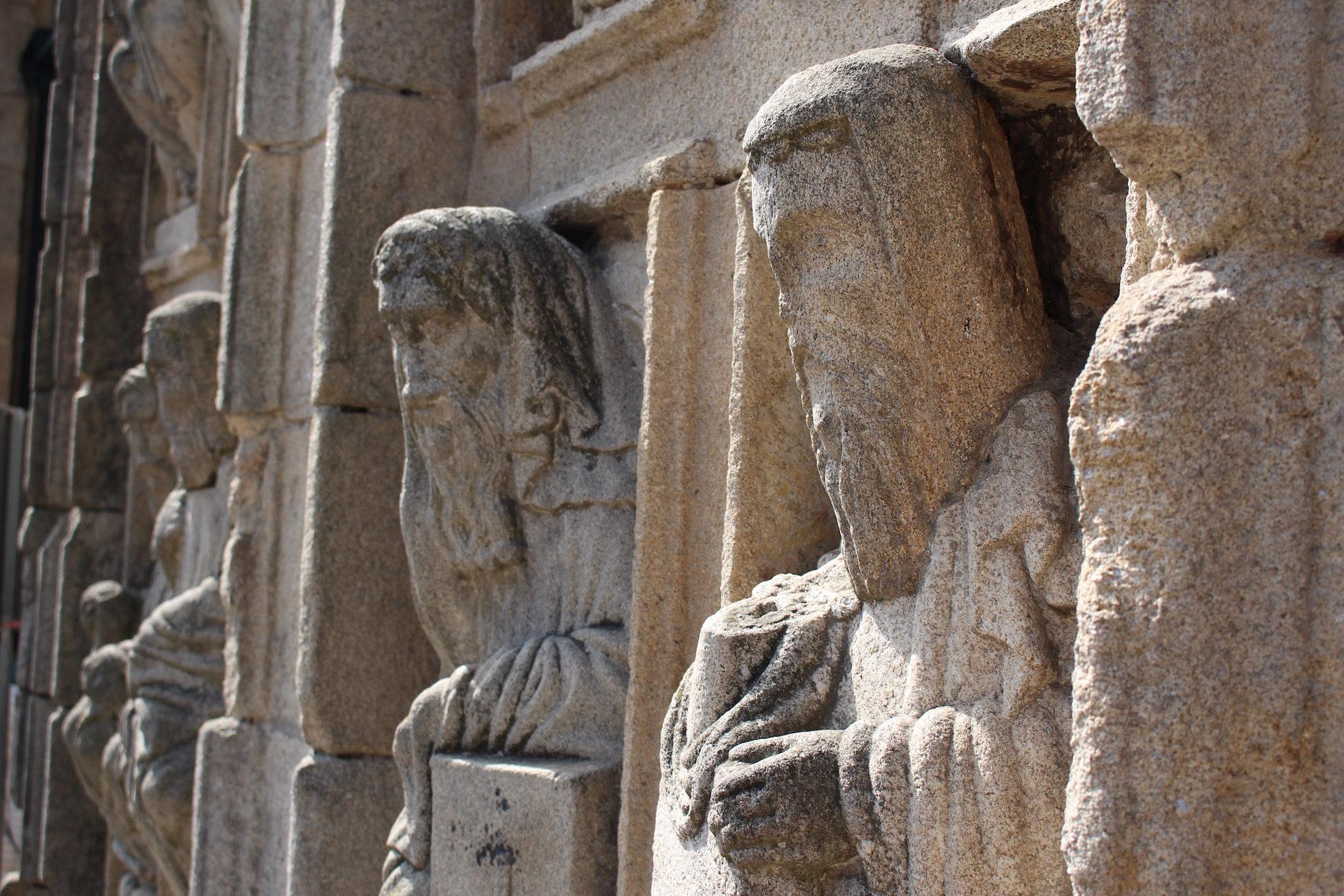 статуэтки, Камень, цифры, Кафедральный собор, Сантьяго-Компостела - Обои HD - Профессор falken.com