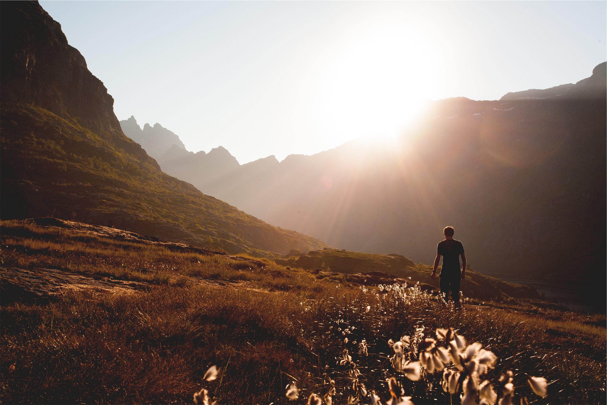Sol, Pradera, Relaxe, homem, montañas - Papéis de parede HD - Professor-falken.com