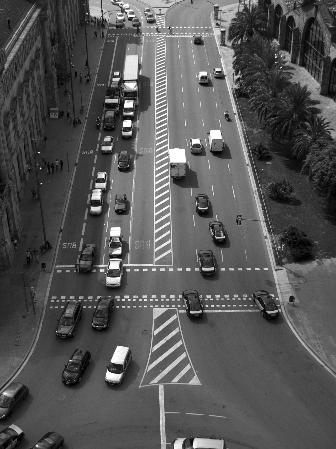 трафик, Город, Автомобили, Барселона, в черно-белом - Обои HD - Профессор falken.com