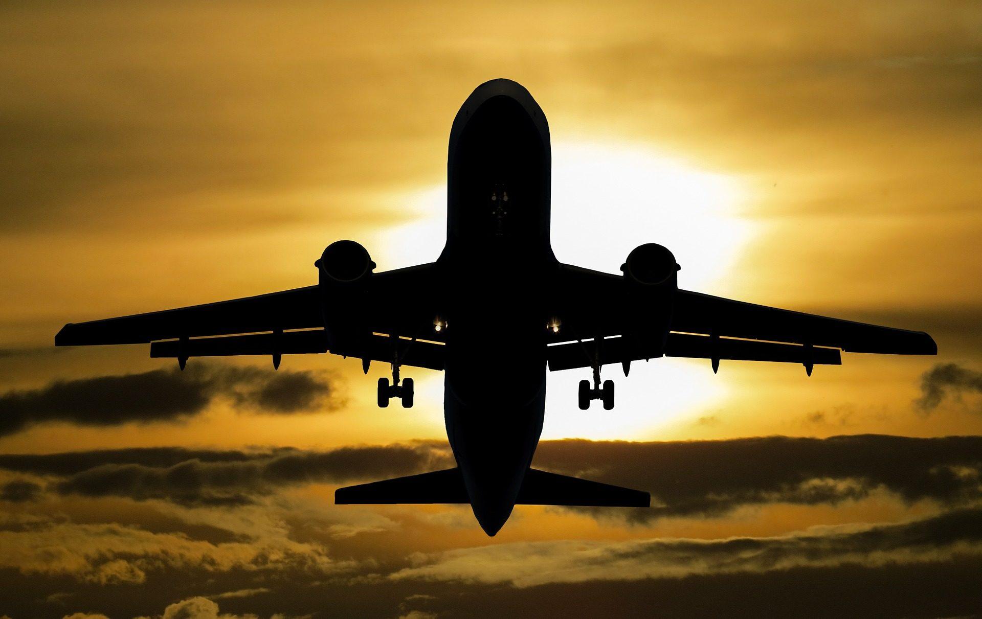 Fondo De Pantalla De Avion Volar Nubes Sol Viaje Vacaciones