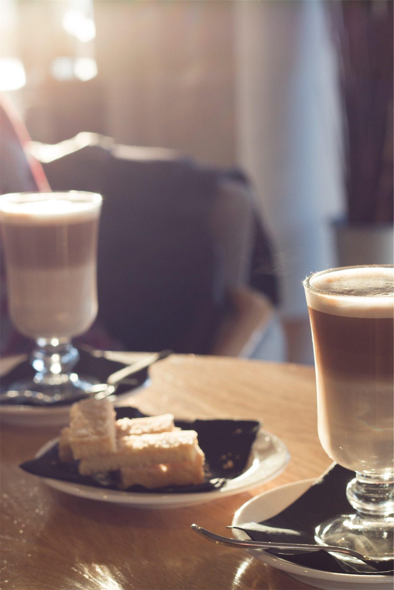 cafés, le petit déjeuner, collations, lait, tasses, plat - Fonds d'écran HD - Professor-falken.com