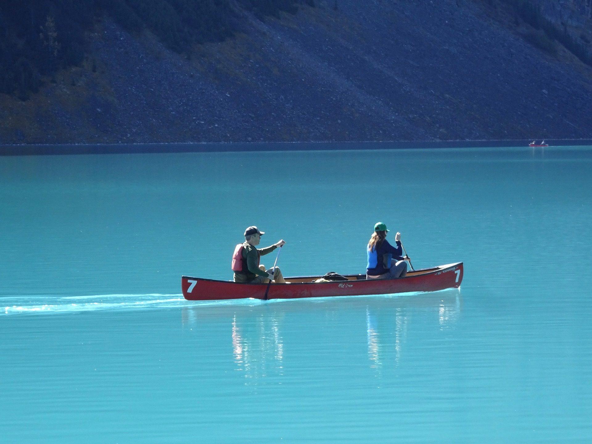 canoa, pareja, lago, esmeralda, louise, canadá, montañas - Fondos de Pantalla HD - professor-falken.com