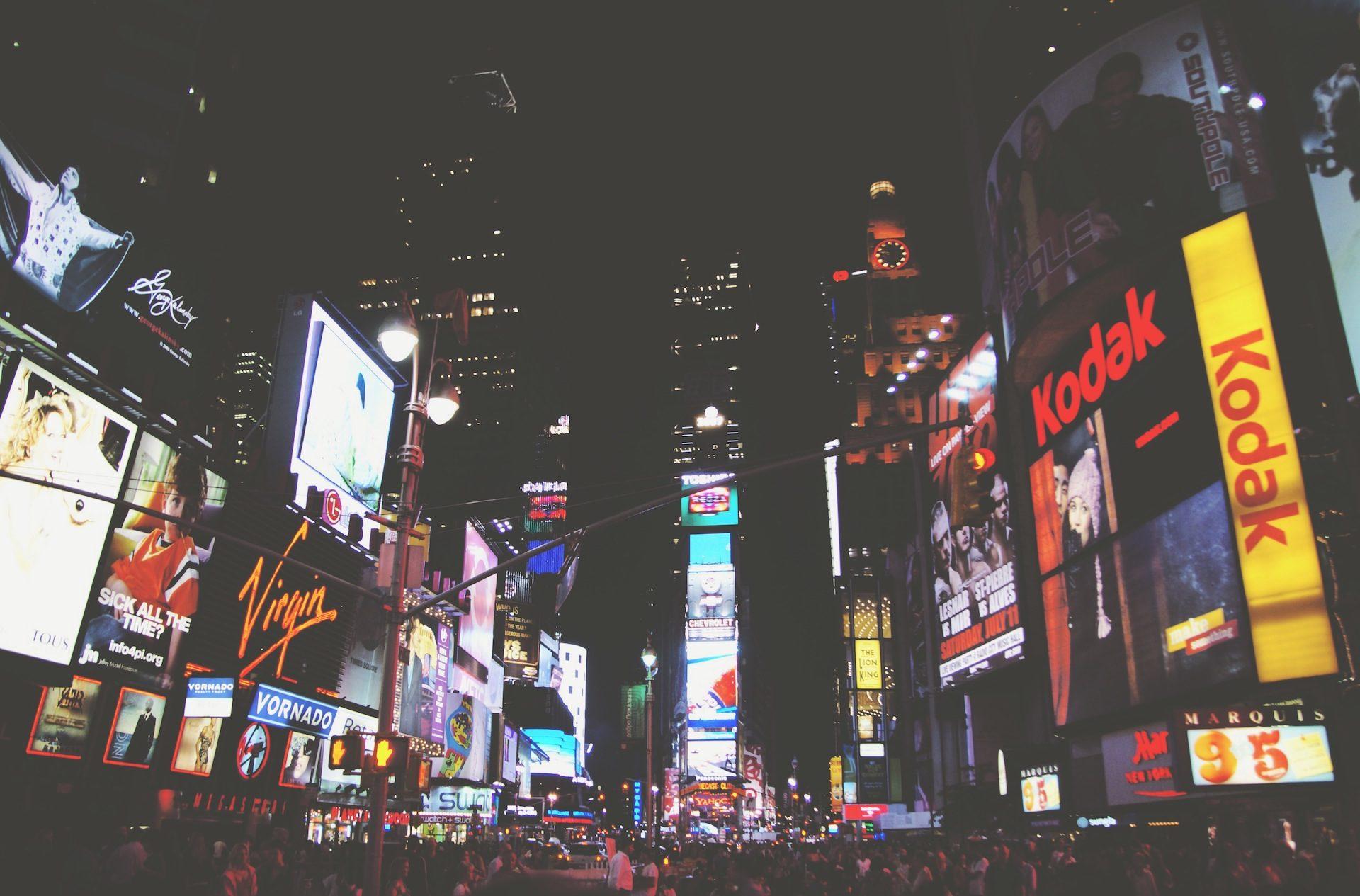 Πόλη, φώτα, σημάδια, διαφήμιση, νύχτα, Πλατεία το βράδυ - Wallpapers HD - Professor-falken.com