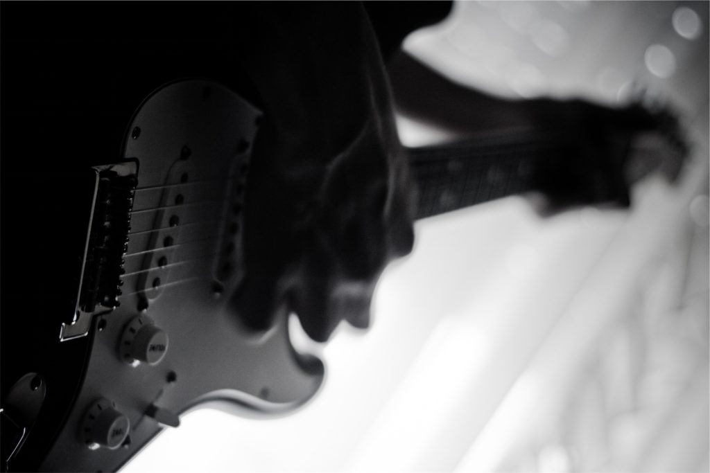 Guitarra, posición, músico, mão, em preto e branco, 1611032318