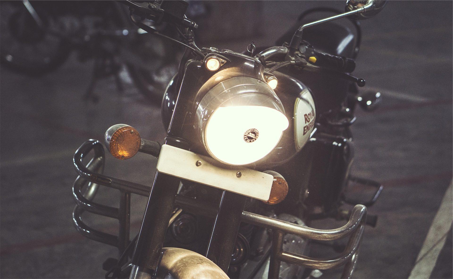 モト, 灯台, 光, オートバイ, 道路 - HD の壁紙 - 教授-falken.com