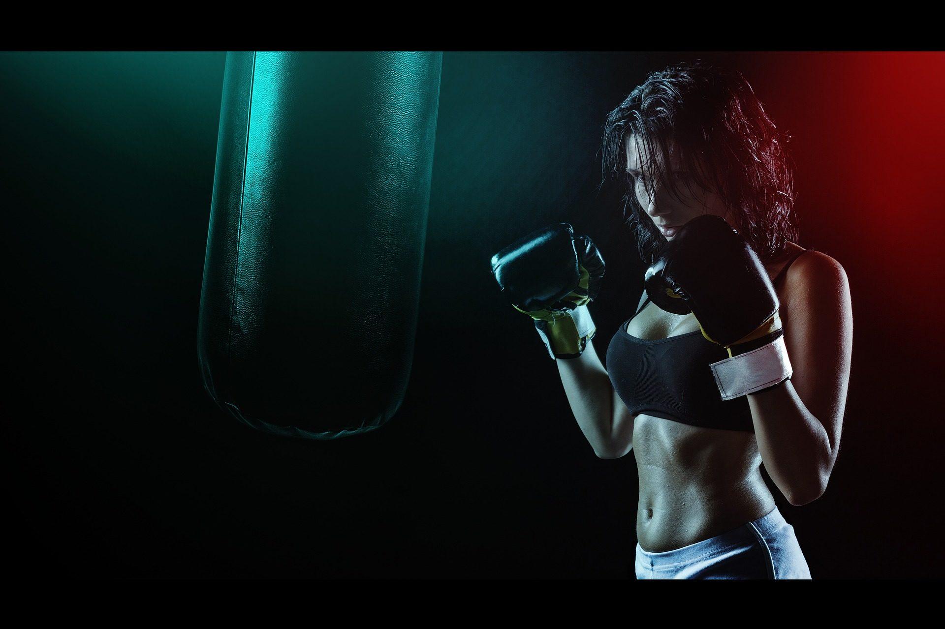 Frau, Boxerin, Boxen, Handschuhe, Sport, Leidenschaft, Wettbewerb - Wallpaper HD - Prof.-falken.com