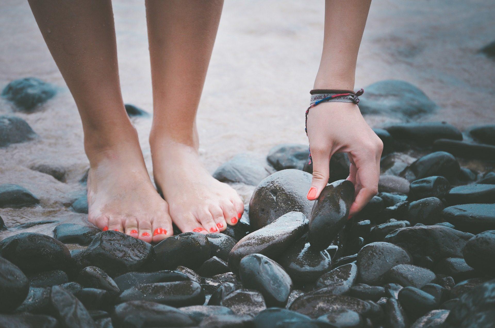 футов, камни, Пляж, Гвозди, живопись, женщина - Обои HD - Профессор falken.com