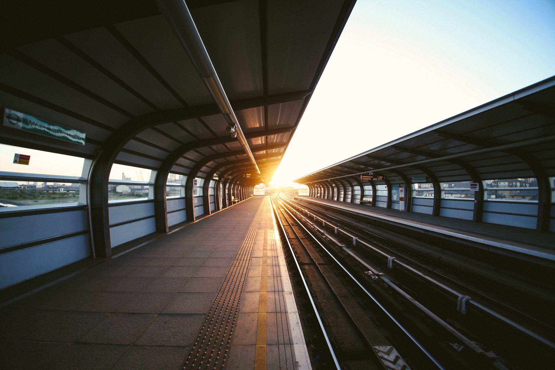 piattaforma, treno, vuoto, luce, Sole, Tramonto - Sfondi HD - Professor-falken.com