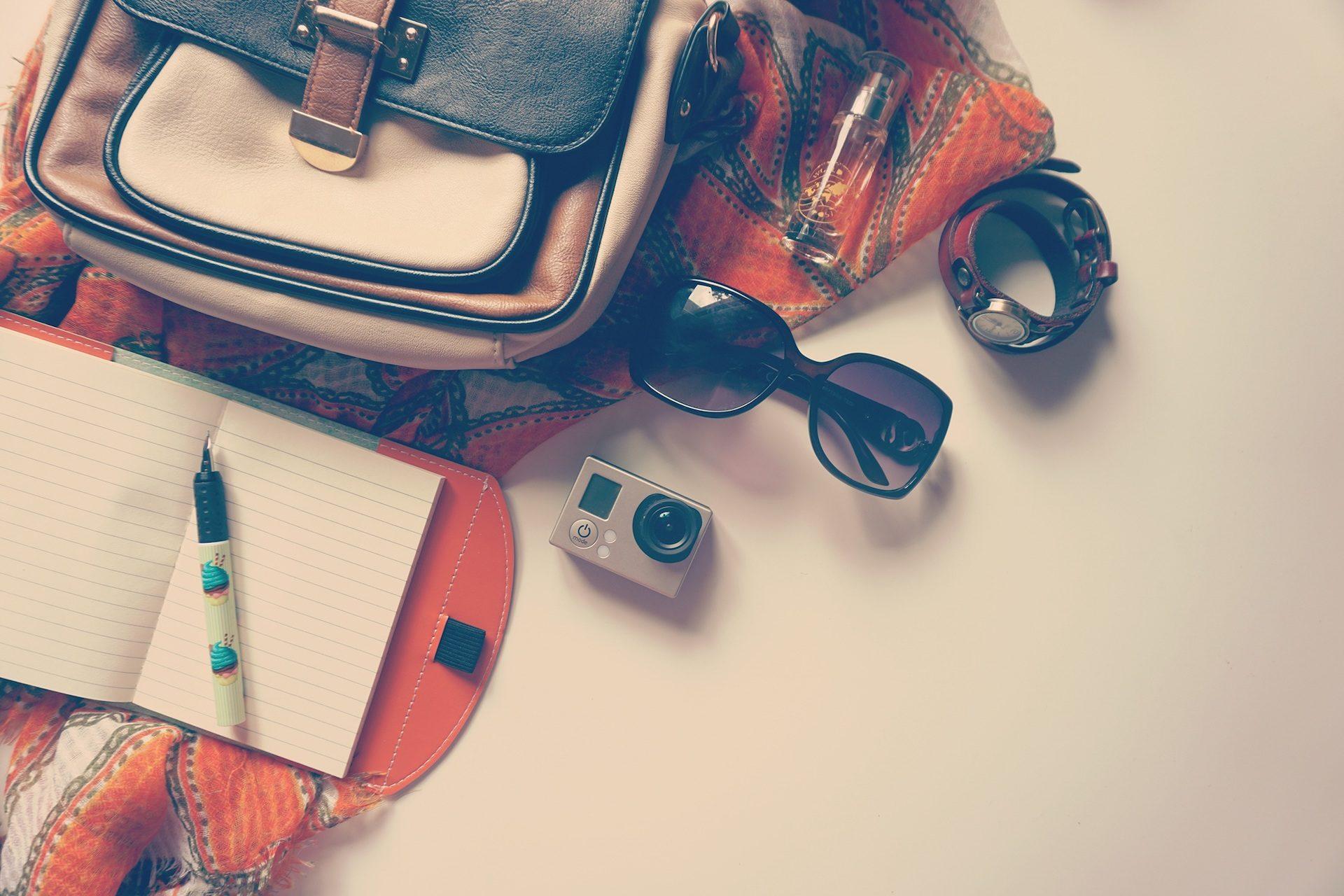 bolso, gafas, reloj, cámara, cuaderno, pluma, pañuelo - Fondos de Pantalla HD - professor-falken.com