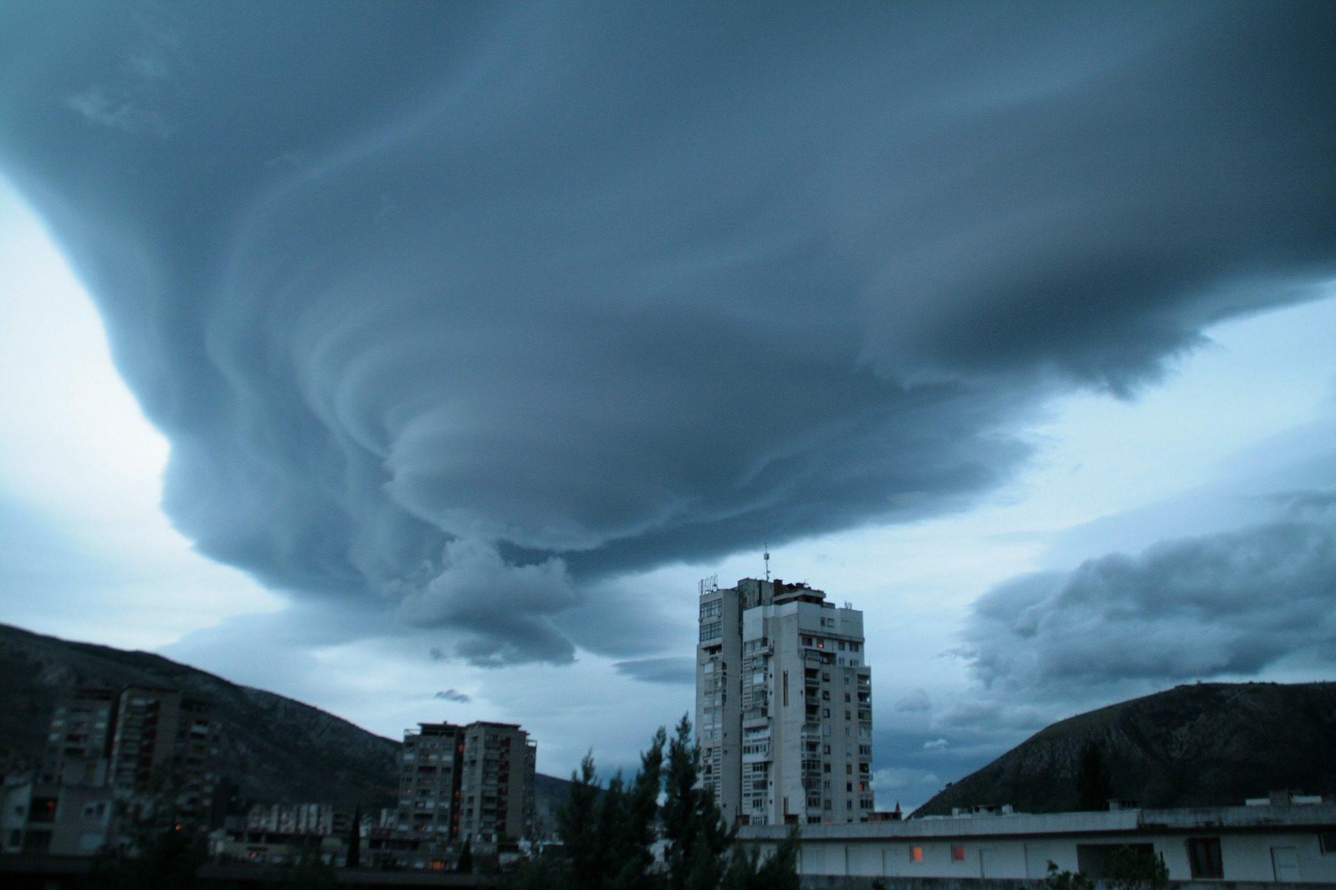 ciudad, edificio, tormenta, nubes, vórtice, peligro, remolino - Fondos de Pantalla HD - professor-falken.com