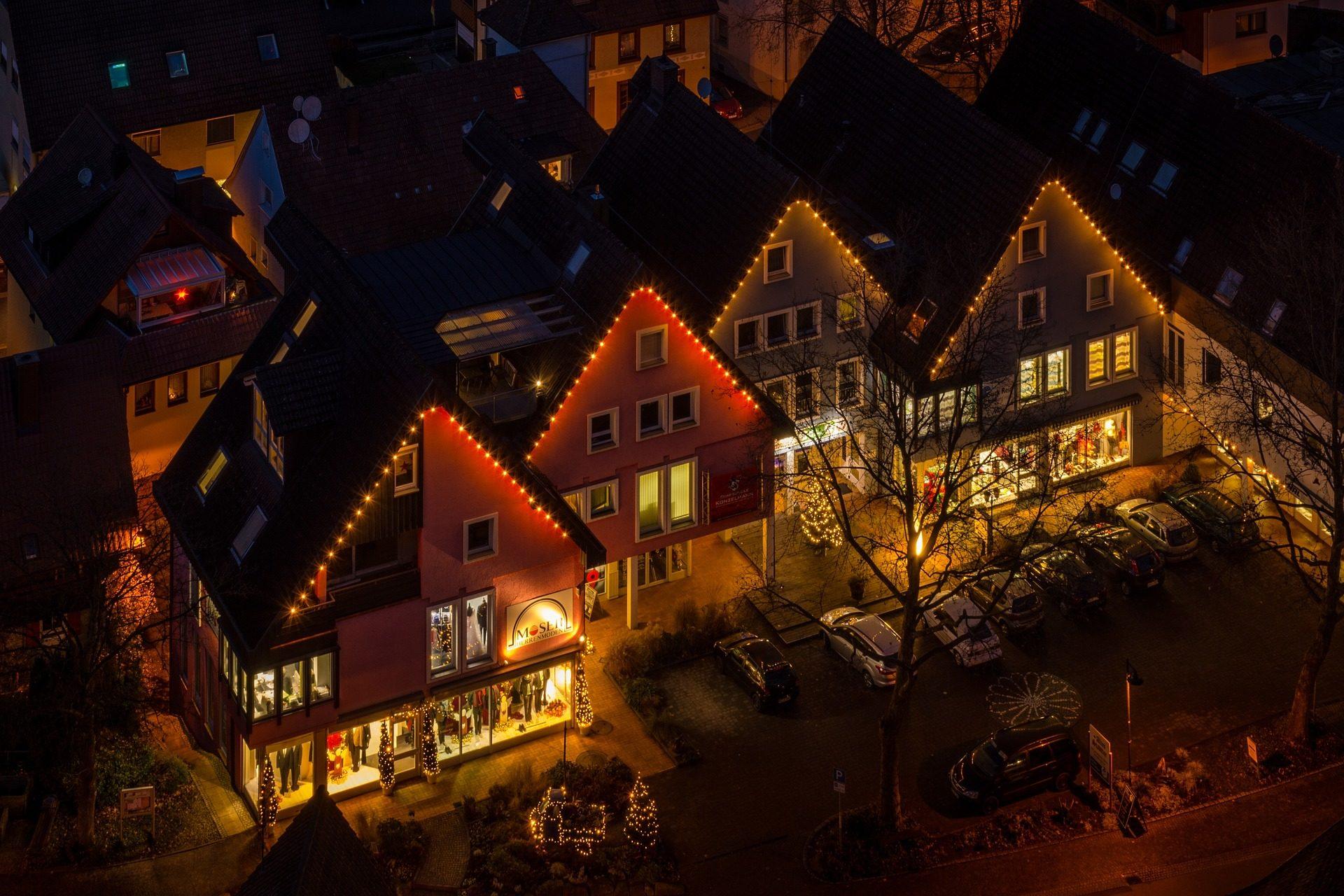 φώτα, στολίδια, Χριστούγεννα, σπίτια, νύχτα - Wallpapers HD - Professor-falken.com