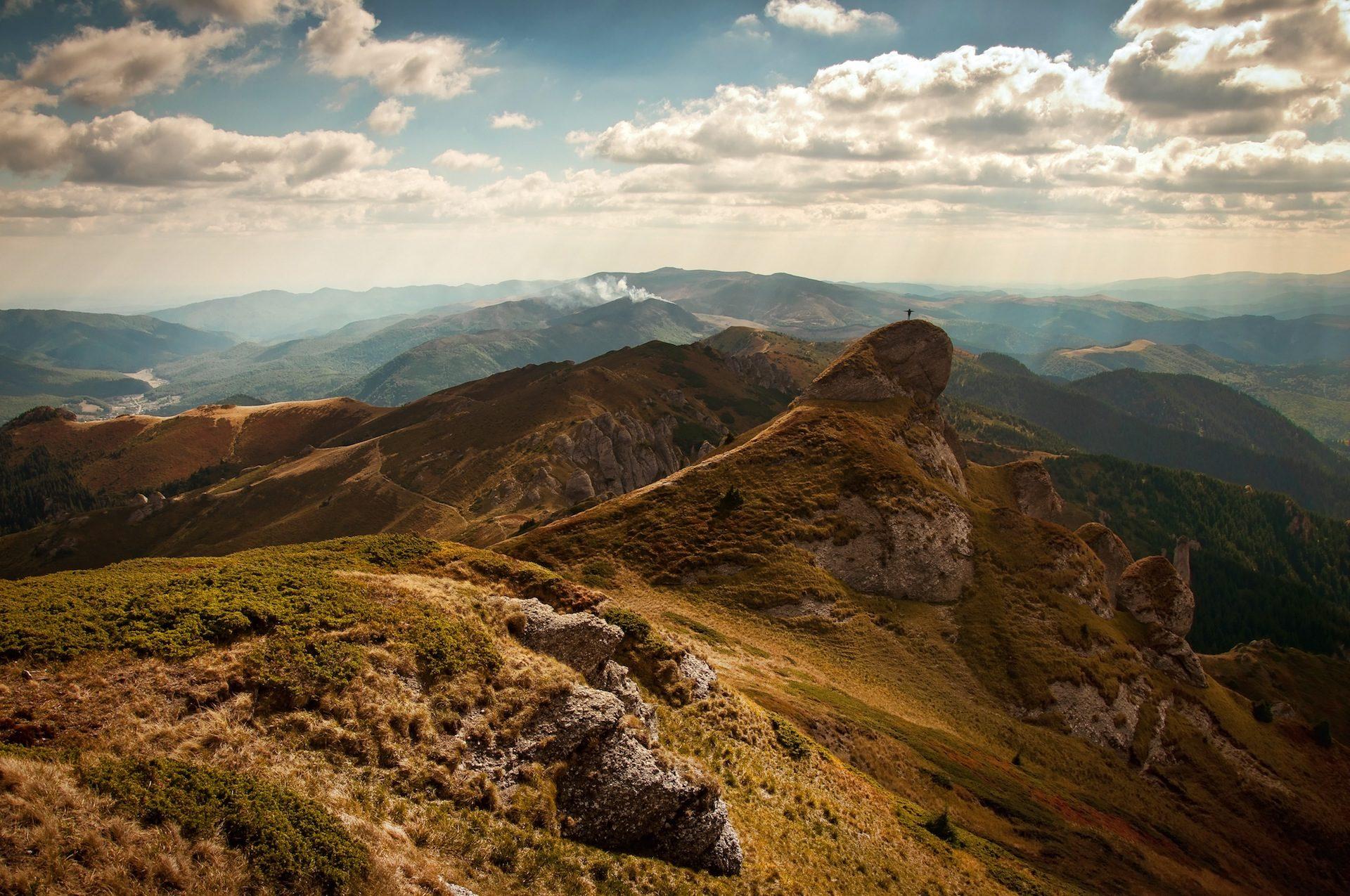 Montagna, In alto, uomo, Lejanía, ampiezza, Cielo, nuvole, campo - Sfondi HD - Professor-falken.com