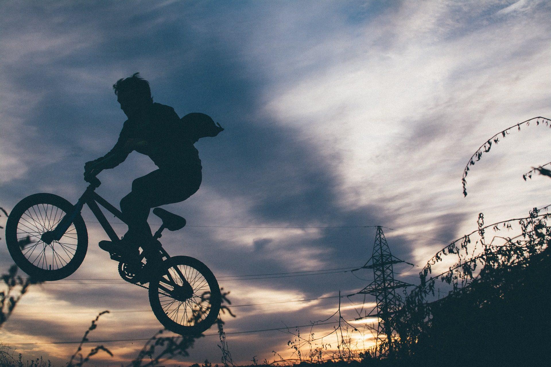 Guy Tapete, Mann, Fahrrad, Springen, Schatten, Risiko   Professor Falken