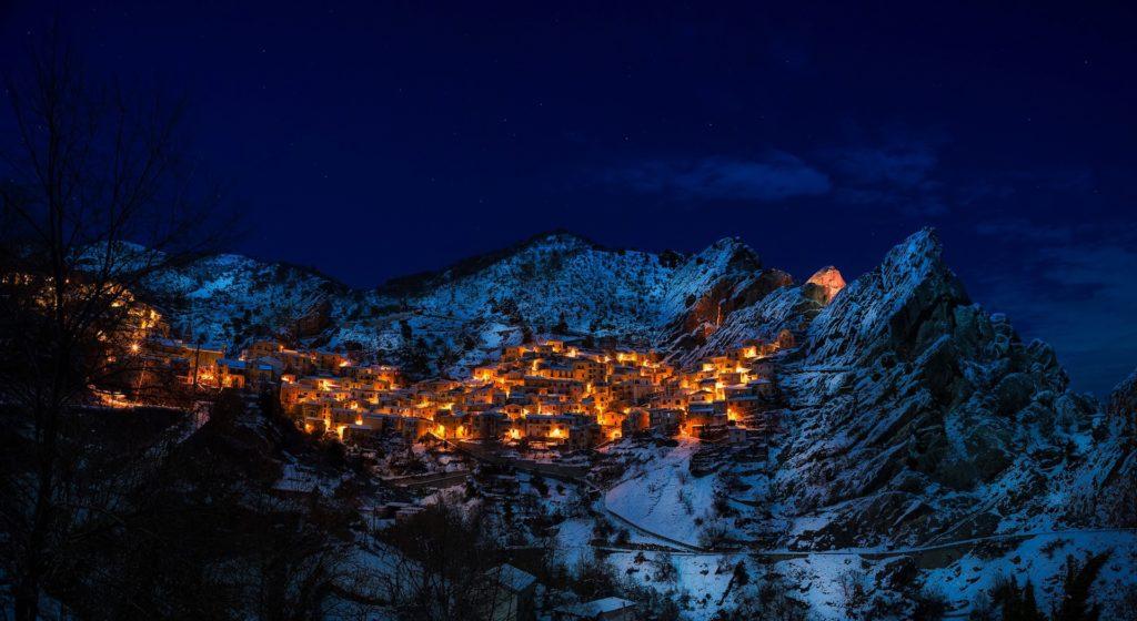 pueblo, montañas, noche, luces, nieve, nevado, castelmezzano, 1701191352