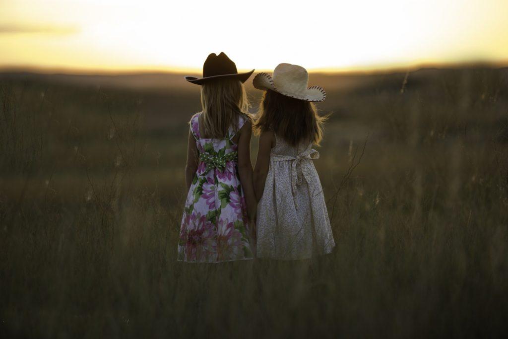 字段, 普拉多, 日落, niñas, infancia, sombreros, hermanas, 1702211041