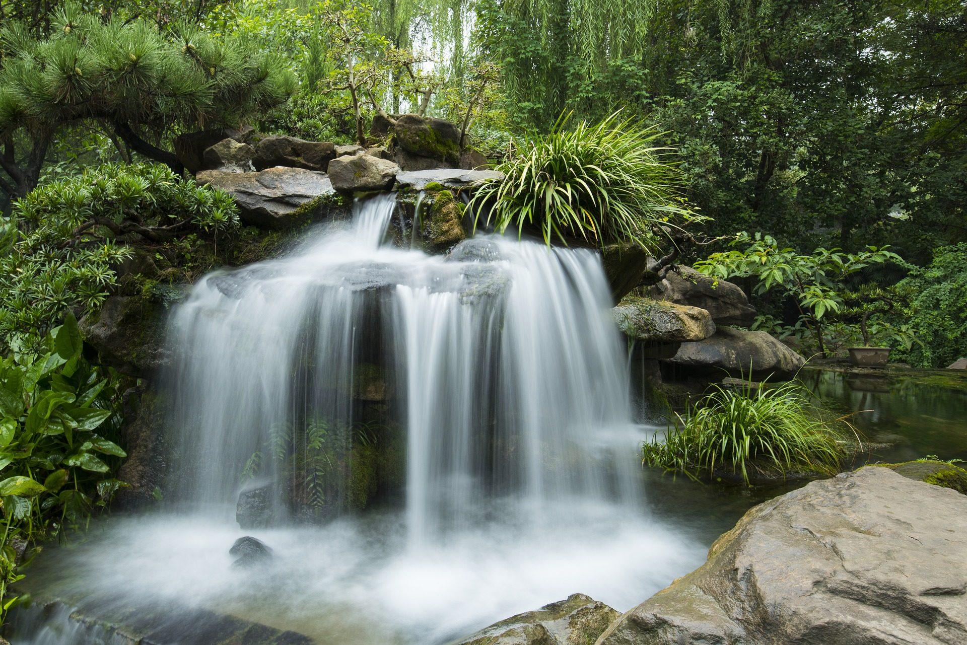 Fondo de pantalla de jard n r o cascada fuente plantas for Estanques con cascadas de piedra