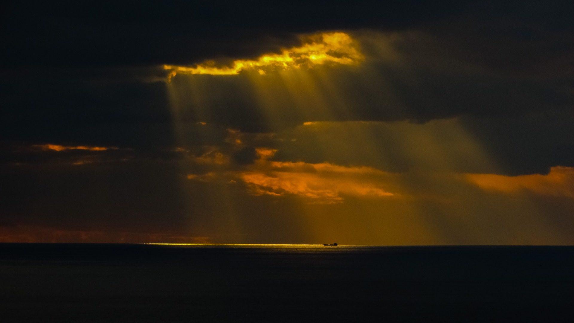 Sonnenuntergang, bewölkt, Strahlen, Sonne, Halos, Horizont - Wallpaper HD - Prof.-falken.com