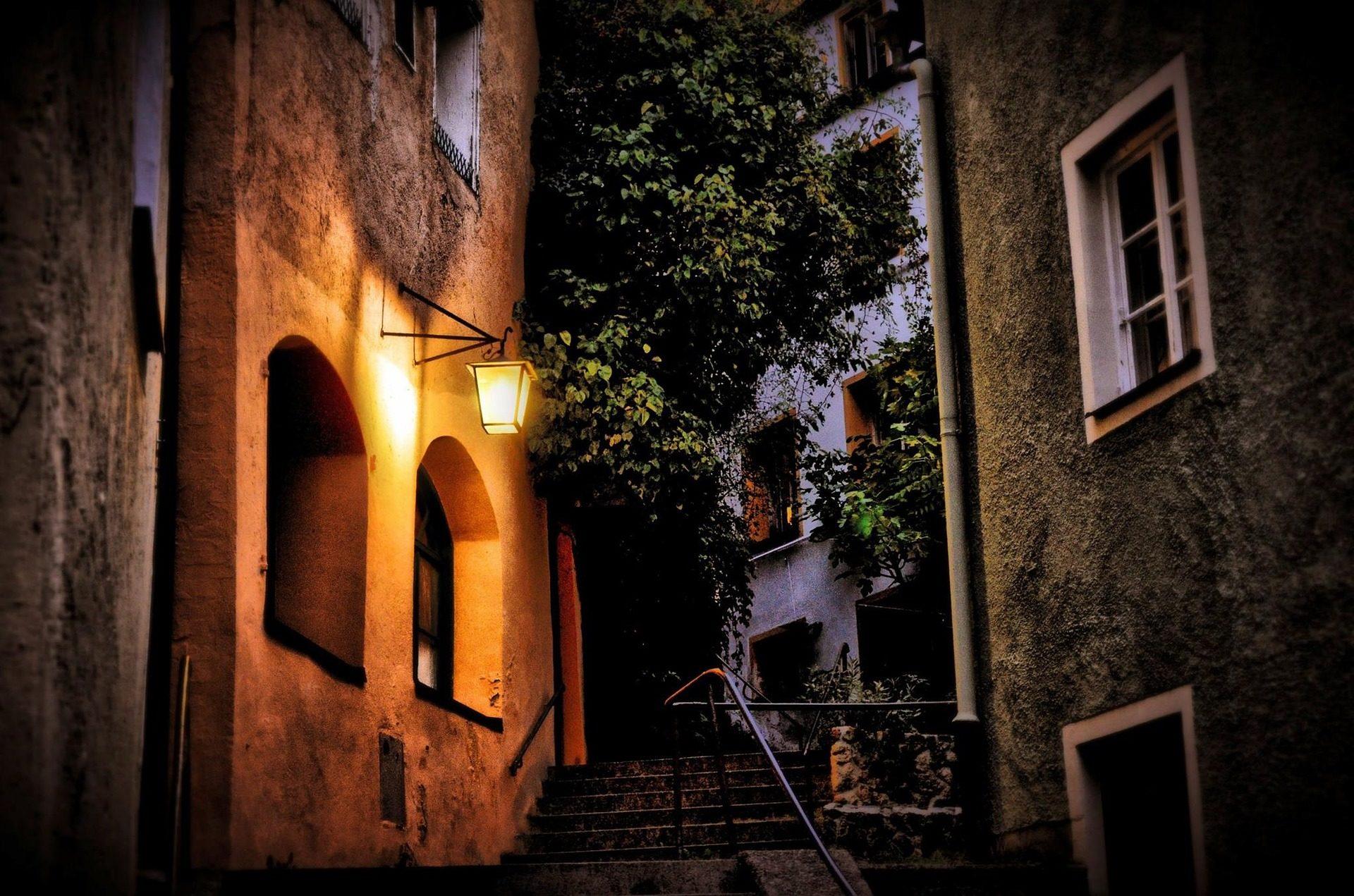 ストリート, 市, 村, 夜, 街路灯, 光, 暗闇の中 - HD の壁紙 - 教授-falken.com
