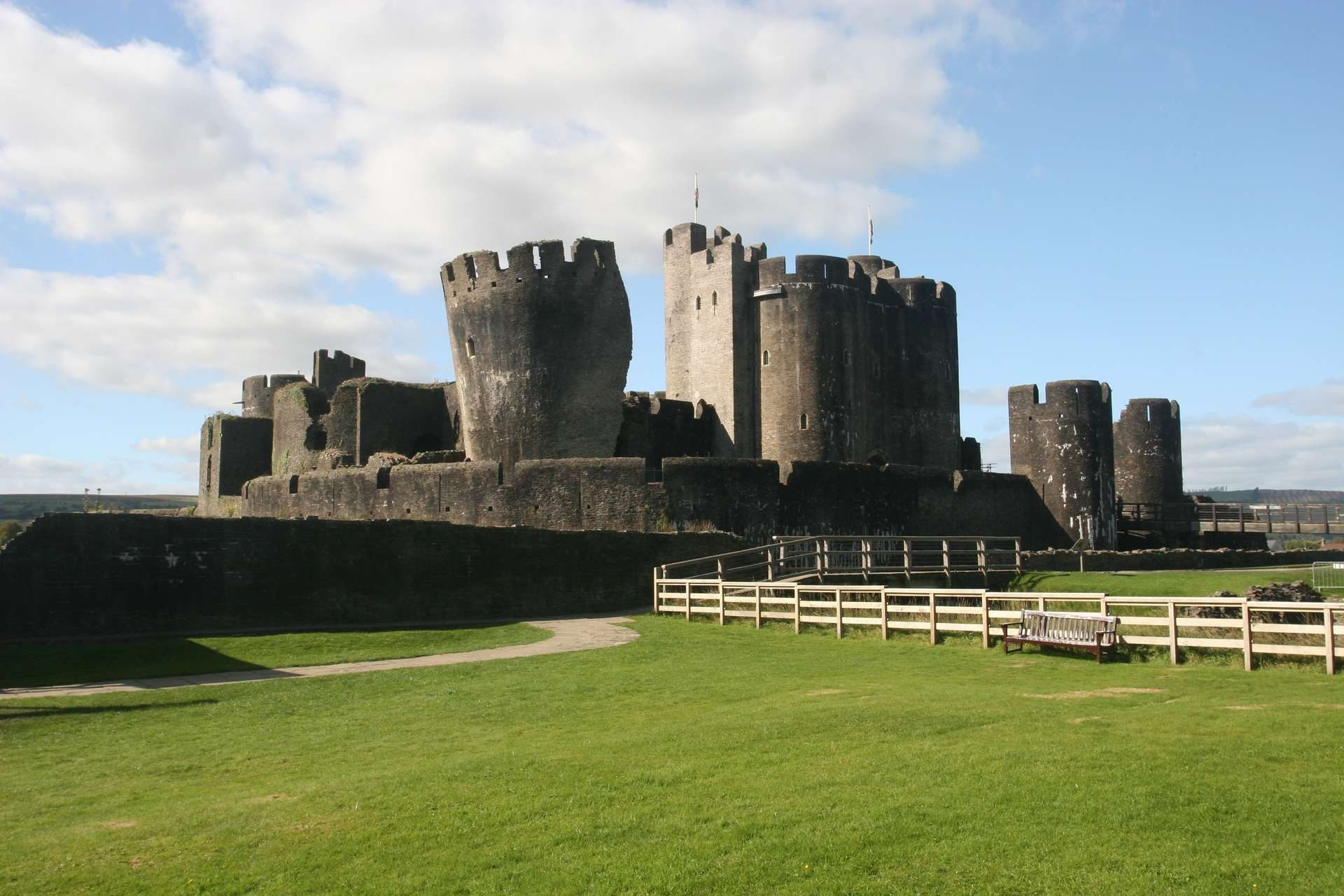 Κάστρο, Τόρες, Φρούριο, παλιά, μεσαιωνική, Caerphilly - Wallpapers HD - Professor-falken.com