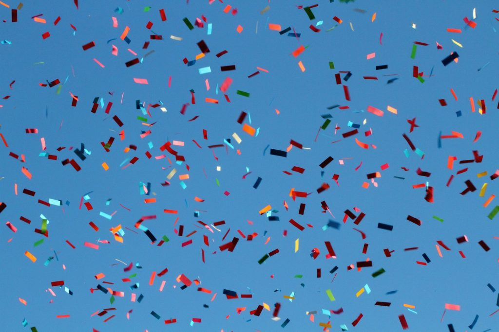 confeti, papeles, volando, colorido, fiesta, carnaval, 1704070835