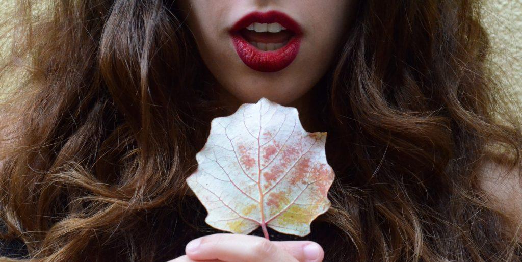 mujer, boca, labios, rojos, hoja, pelo, manos, 1704190814